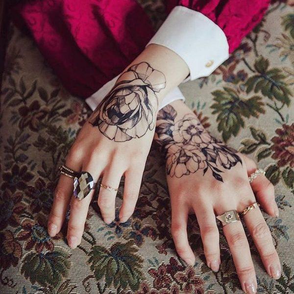 нежное тату цветы