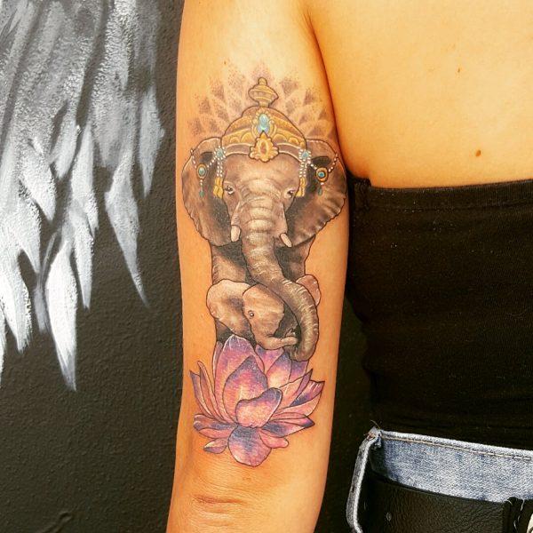 нежное тату слон